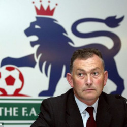 Head of English Premier League forced to apologise over sexist emails