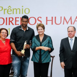Brazilian goalkeeper Aranha receives award for fight against racism